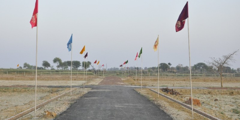 75 sqyd. Residential plot for sale near derabassi . price - 435000 only. (5800/ syd.)